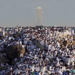 WUKUF DI ARAFAH: Jutaan jamaah haji melakukan Wukuf di Sekitar Jabal Rahmah di Padang Arafah Senin  15/11.  Wukuf adalah bermunajat dan berdoa memohon ampunan kepada Allah SWT hingga terbenamnya matahari tanggal 9 Dzulhijah di Arafah merupakan puncak Haji 1431 H.